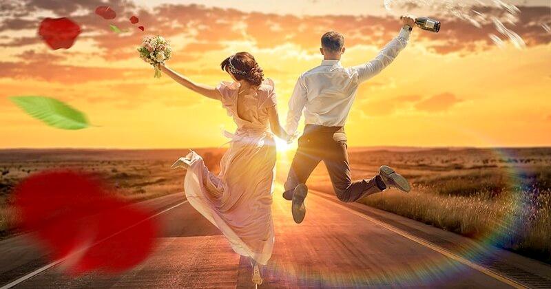 Бросание букета невесты с лентами