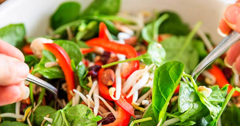 Салат красоты с семенами льна и маша